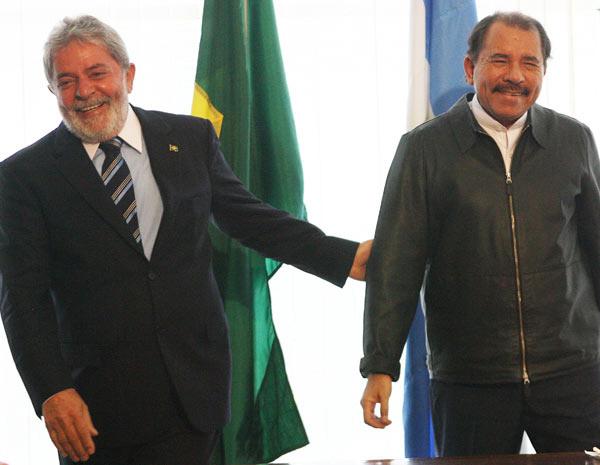 Lula ao lado de Daniel Ortega, presidente da Nicarágua acusado de promover violações a Direitos Humanos