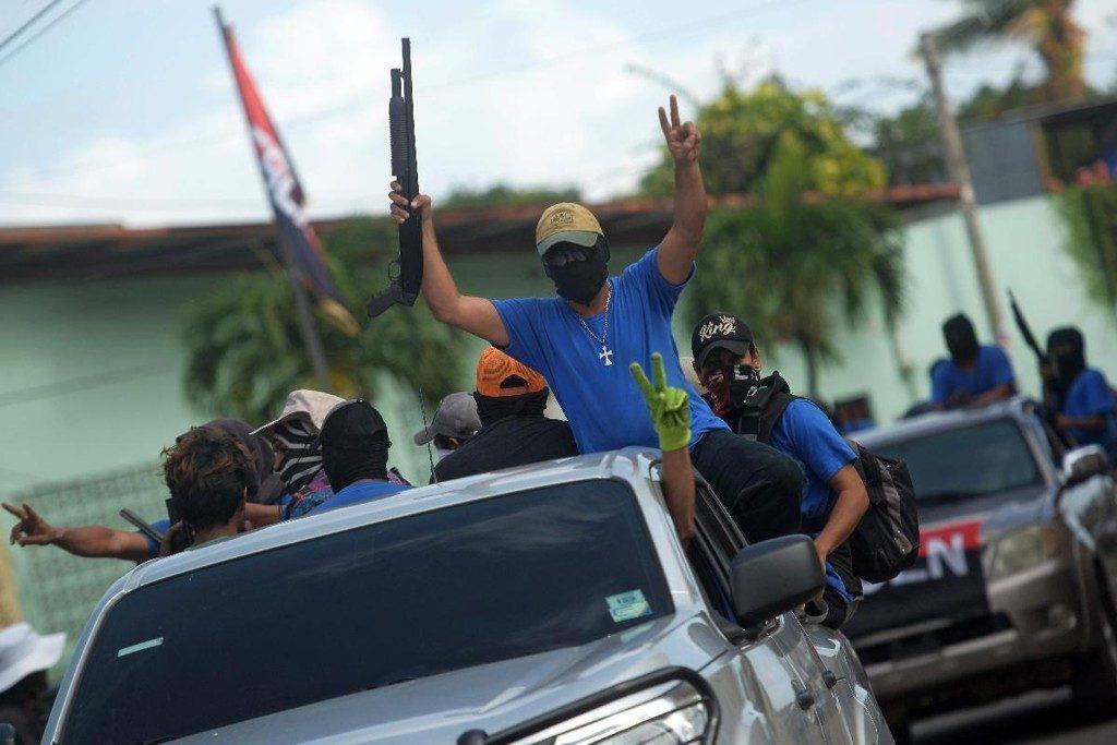 Grupo Paramilitar apoiador do ditador Daniel Ortega - Foto: MARVIN RECINOSAFP