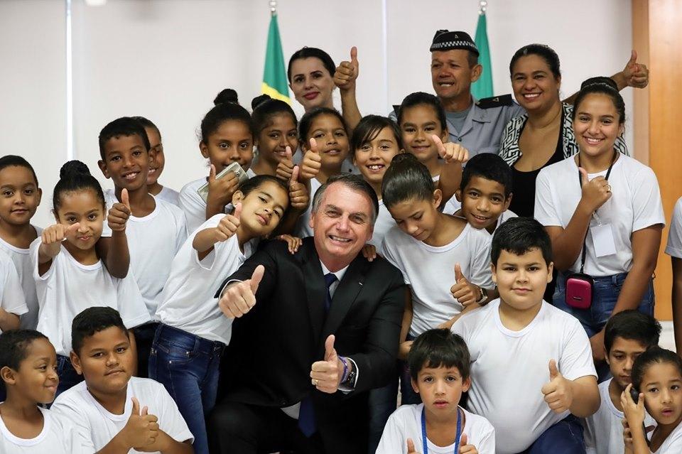 """Imagem disponível no perfil pessoal do Presidente da República na rede social Facebook: """"https://www.facebook.com/jairmessias.bolsonaro/photos/a.250567771758883/1462529950562653/?type=3&theater"""""""