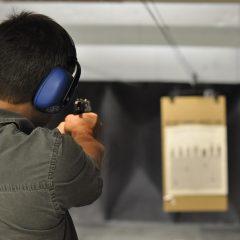 Pelo 2º ano consecutivo, número de armas registradas dispara e homicídios despencam