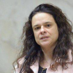 Janaína Paschoal revogou o art. 142 da Constituição